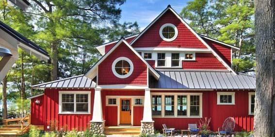 Красивый красный дом