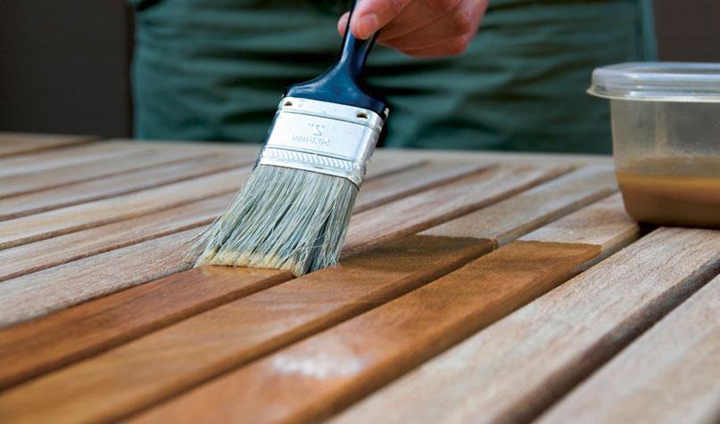 Нанесение пропитки на деревянные доски