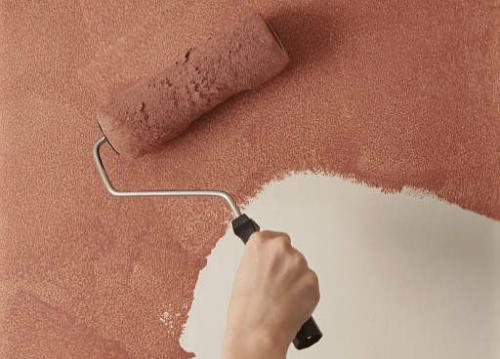 Окрашивание фактурной краской с помощью валика