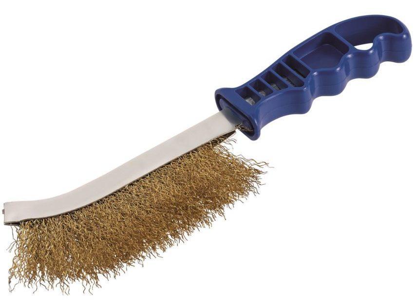Металлическая щетка для браширования древесины