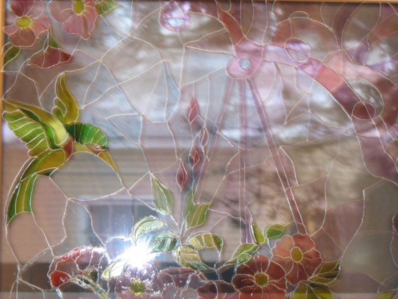 Рисунок на стекле, выполненный красками на основе нитролака
