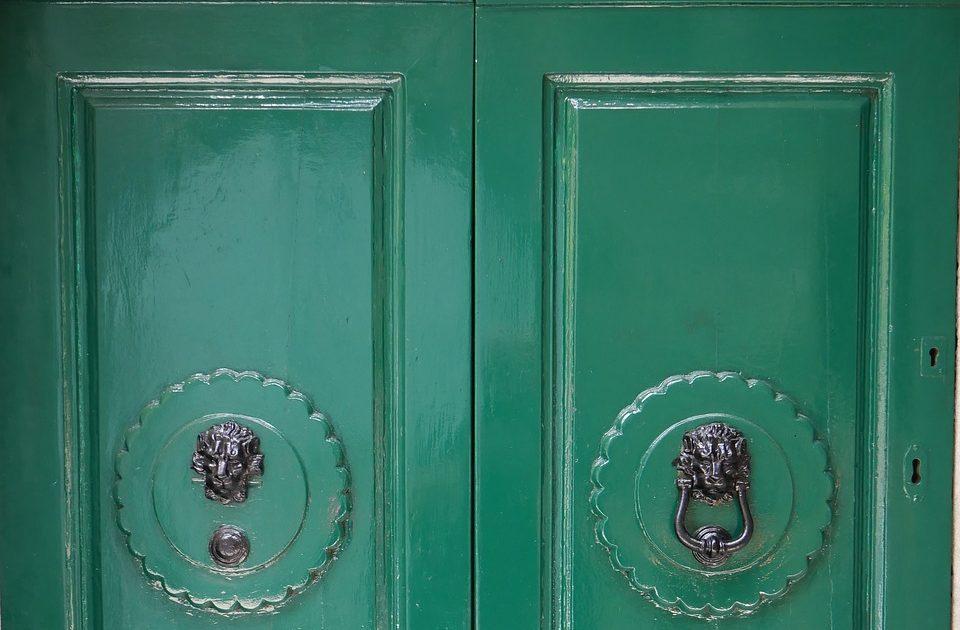 Покрашенные двери из МДФ