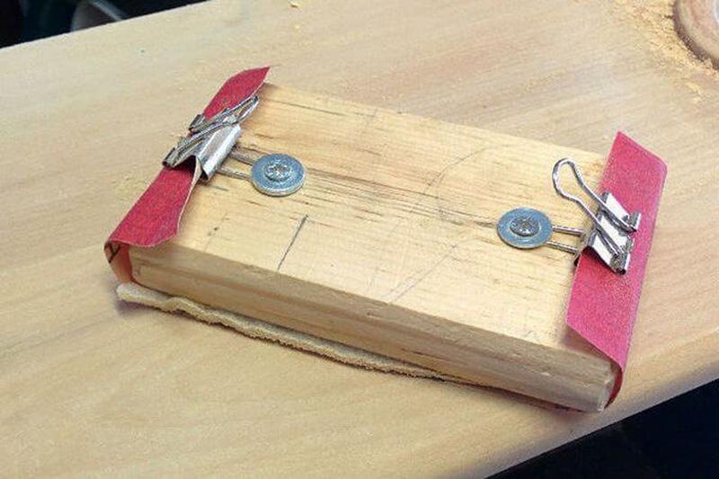 Шлифовальная колодка с саморезами и канцелярскими прищепками