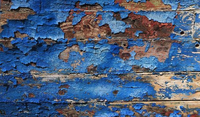 Старая краска на деревянной стене
