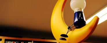 Склееная пластиковая лампа